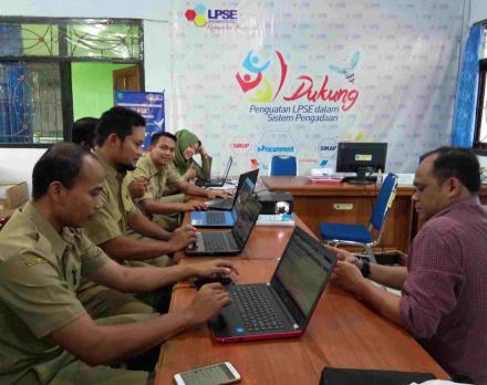 Pembuatan Perdana Domain Website Desa Online SID Desa Watuagung Kecamatan Watulimo di Dinas Kominfo